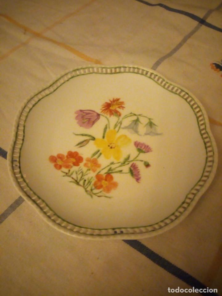 Antigüedades: Precioso plato de galletas calado de porcelana schumann bavaria,pintado a mano. - Foto 2 - 217505961