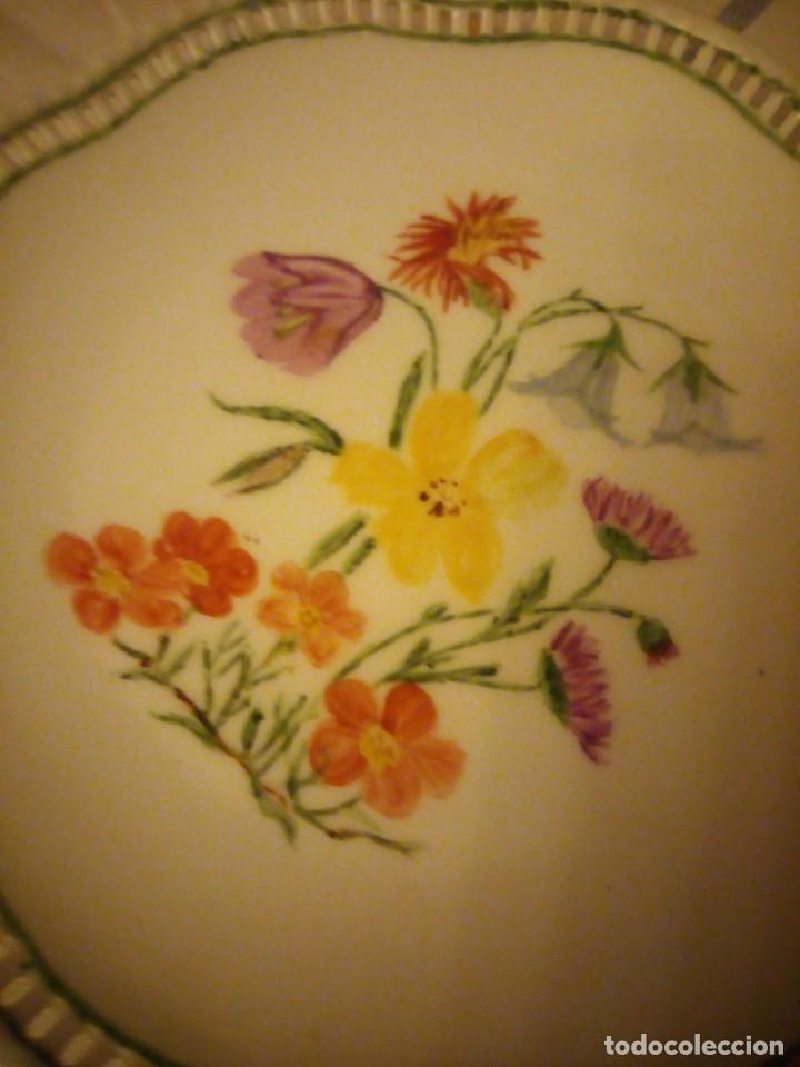 Antigüedades: Precioso plato de galletas calado de porcelana schumann bavaria,pintado a mano. - Foto 4 - 217505961