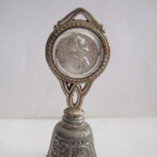 Antigüedades: CAMPANILLA DE METAL CON IMAGEN DE SAN IGNACIO DE LOYOLA - 8,5X3,5 CM. Lote 217507546