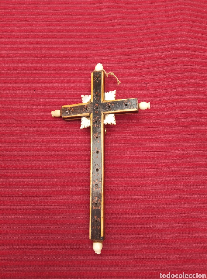 Antigüedades: Antiguo crucifijo de nácar, madera y cristo de metal. - Foto 2 - 217513536