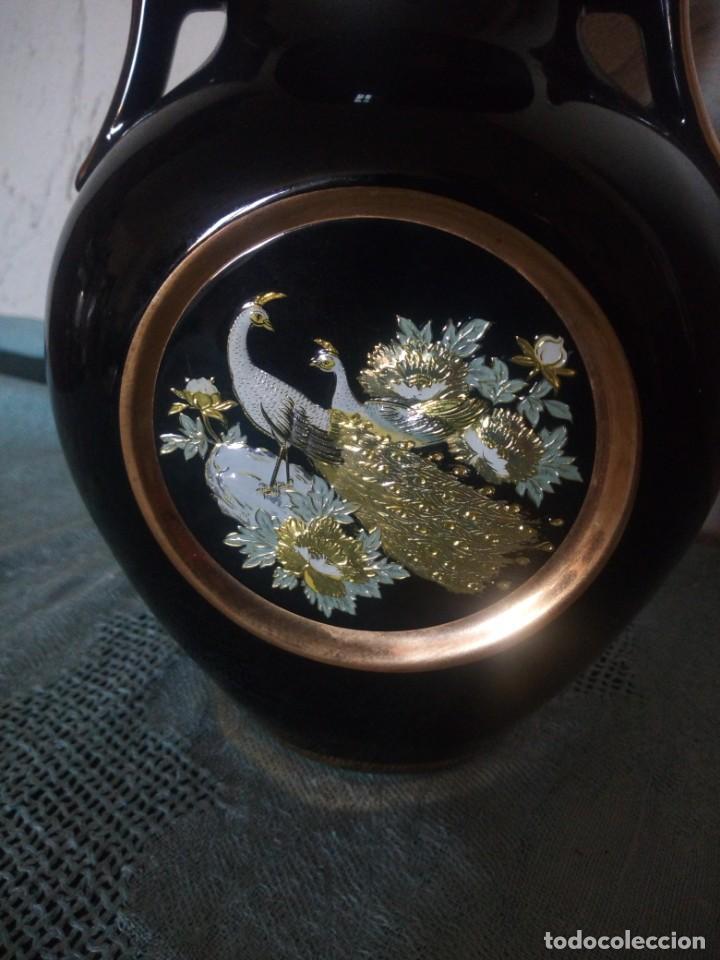 Antigüedades: PRECIOSO JARRON DE PORCELANA DECORADO CON METALES PRECIOSOS ORO Y PLATA .THE ART OF CHOKIN JAPÓN.60S - Foto 2 - 217514340