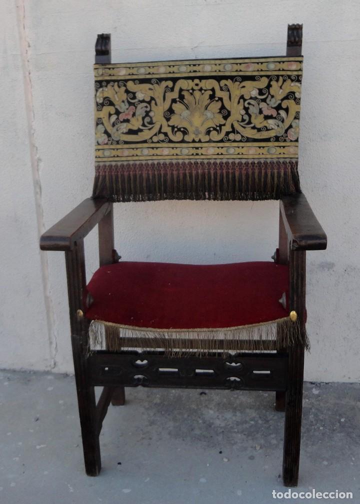 SILLON FRAILERO DESXIX EN MADERA DE NOGAL, RESPALDO DE BROCADO Y ASIENTO DE TERCIOPELO (Antigüedades - Muebles Antiguos - Sillones Antiguos)