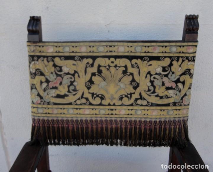 Antigüedades: Sillon frailero deSXIX en madera de nogal, respaldo de brocado y asiento de terciopelo - Foto 2 - 217517887