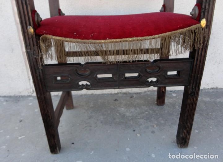 Antigüedades: Sillon frailero deSXIX en madera de nogal, respaldo de brocado y asiento de terciopelo - Foto 4 - 217517887