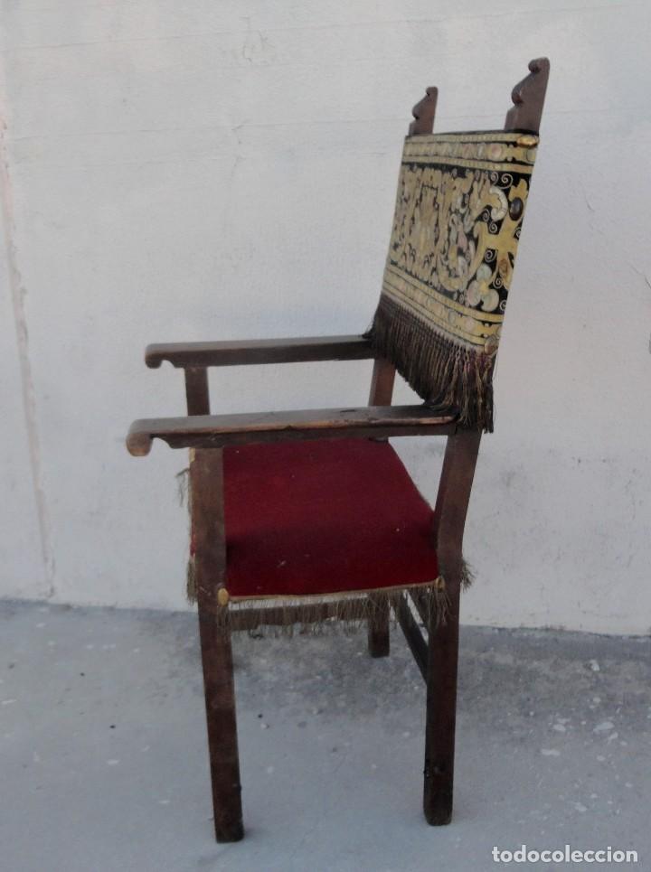 Antigüedades: Sillon frailero deSXIX en madera de nogal, respaldo de brocado y asiento de terciopelo - Foto 5 - 217517887