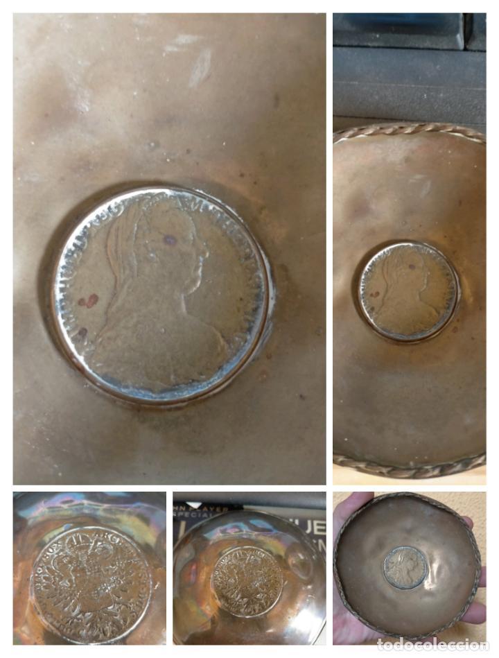 BANDEJA O CENICERO METAL CON MONEDA IMAGEN DE CARLOS III , TAMAÑO TOTAL 12 CM (Antigüedades - Hogar y Decoración - Bandejas Antiguas)