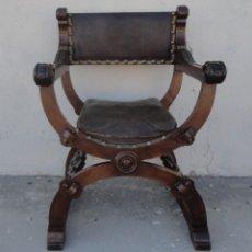 Antigüedades: JAMUGA ANTIGUA EN MADERA DE NOGAL TALLADO. Lote 217518103