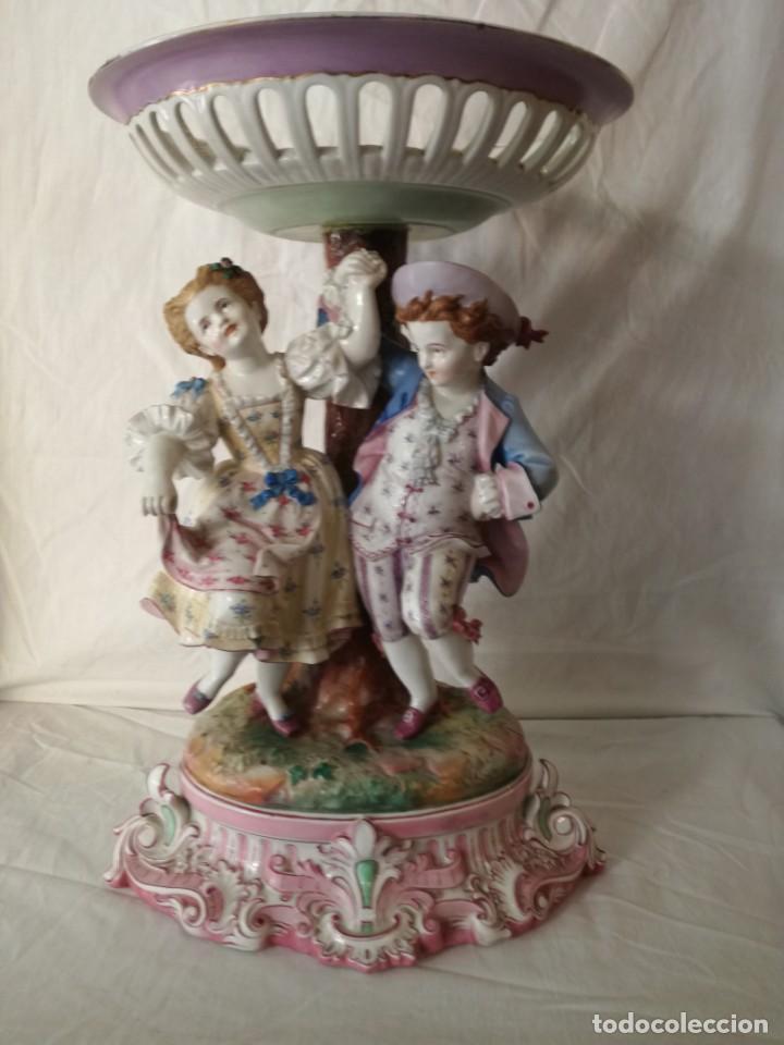 GRAN FRUTERO DE PORCELANA CENTROEUROPEA. (Antigüedades - Porcelana y Cerámica - Alemana - Meissen)