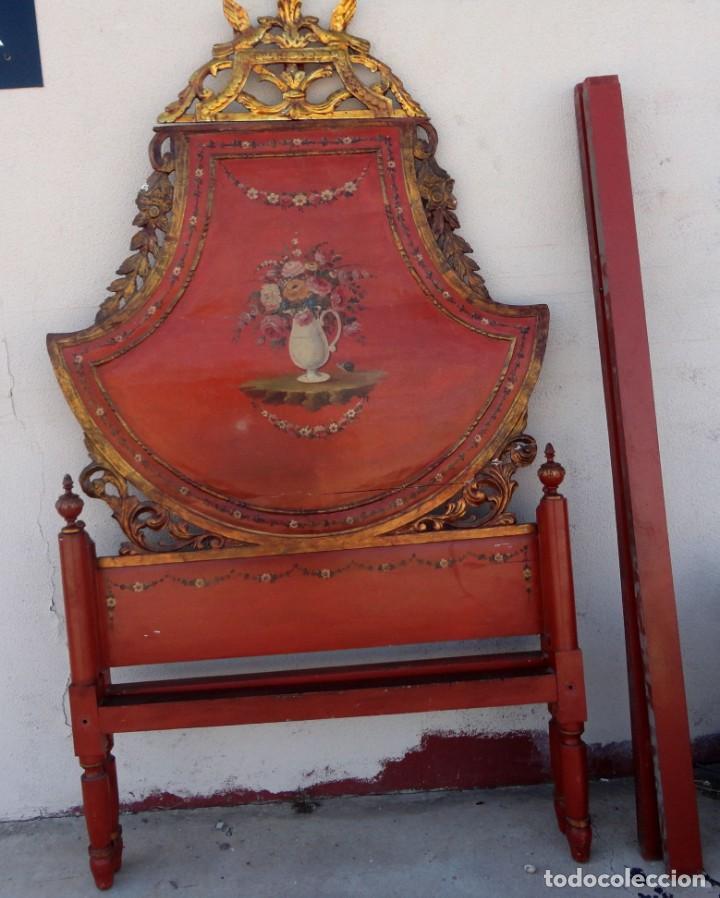 CAMA ANTIGUA DE OLOT, TALLADA Y POLICROMADA DE 120 (Antigüedades - Muebles Antiguos - Camas Antiguas)