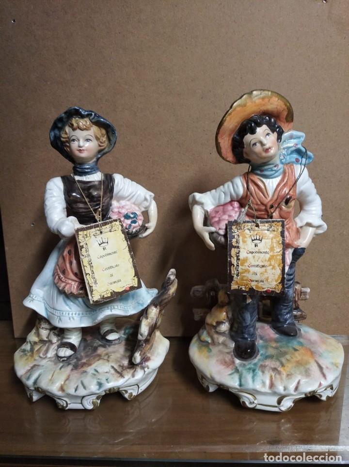 PAREJA DE FIGURAS CAPODIMONTE. (Antigüedades - Hogar y Decoración - Figuras Antiguas)