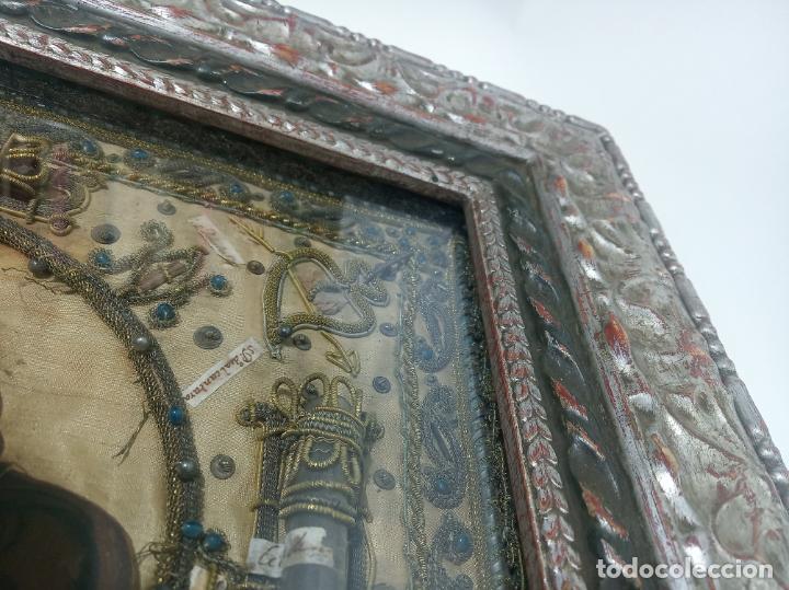 Antigüedades: Imponente relicario con 14 reliquias. Siglo XVII. Bordado en oro. Extraordinaria elaboración. - Foto 4 - 217561282