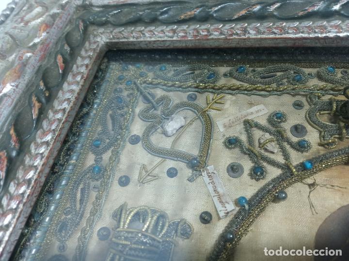 Antigüedades: Imponente relicario con 14 reliquias. Siglo XVII. Bordado en oro. Extraordinaria elaboración. - Foto 10 - 217561282