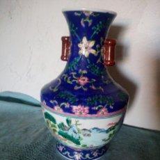 Antigüedades: EXQUISITO JARRÓN DE PORCELANA CHINA PINTADO A MANO.MOTIVO PAISAJE. Lote 217569991