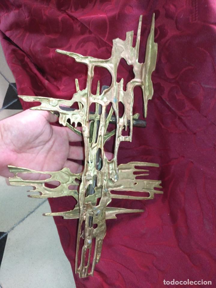 Antigüedades: CRISTO DE METAL CRUZ DE MADERA Y RAYOS BRONCE DE DALI , VER FOTOS 37 CM TOTAL - Foto 8 - 217609075