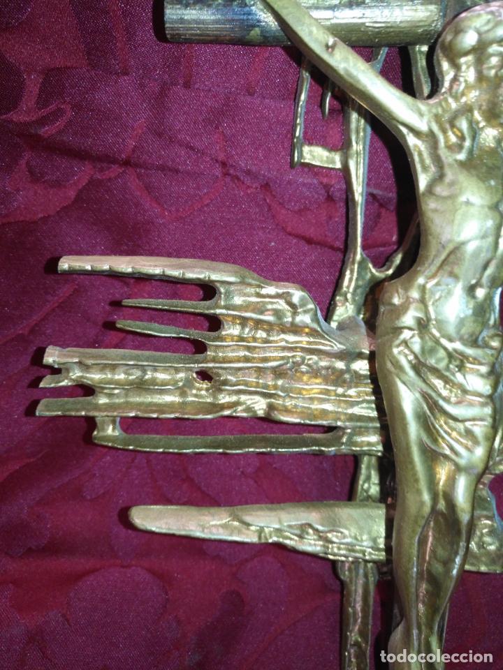 Antigüedades: CRISTO DE METAL CRUZ DE MADERA Y RAYOS BRONCE DE DALI , VER FOTOS 37 CM TOTAL - Foto 12 - 217609075