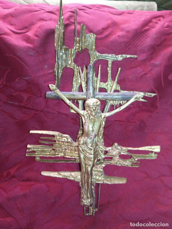Antigüedades: CRISTO DE METAL CRUZ DE MADERA Y RAYOS BRONCE DE DALI , VER FOTOS 37 CM TOTAL - Foto 17 - 217609075
