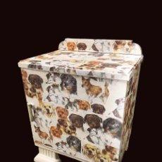 Antigüedades: ANTIGUA MESILLA DECORADA CON PERRITOS. Lote 217664281