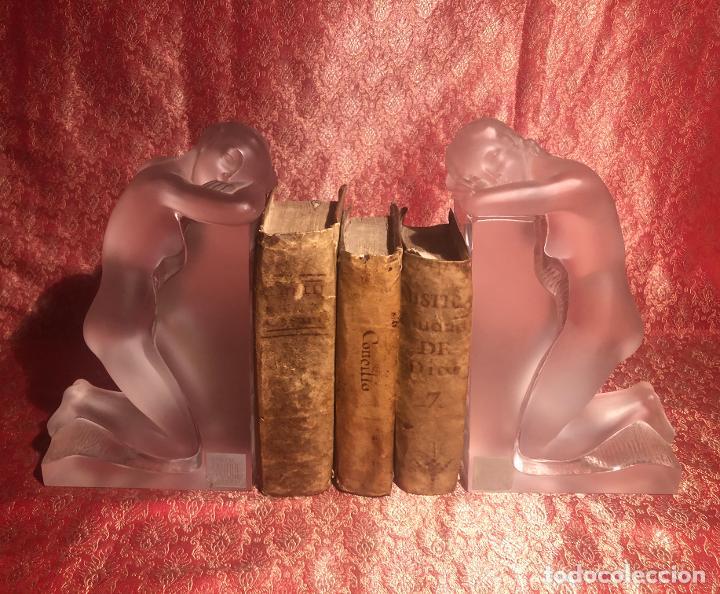 Antigüedades: PAREJA DE SUJETALIBROS LALIQUE. MODELO REVERIE. FRANCIA. SIGLO XX. - Foto 2 - 217681971