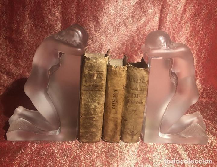 Antigüedades: PAREJA DE SUJETALIBROS LALIQUE. MODELO REVERIE. FRANCIA. SIGLO XX. - Foto 3 - 217681971