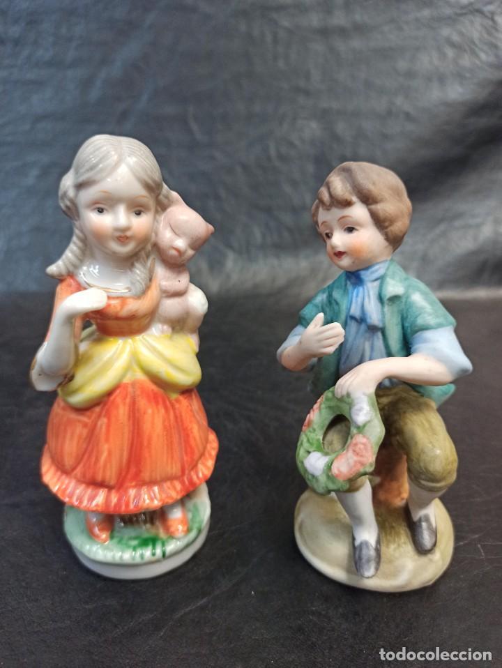 PAREJA DE NIÑOS. C28 (Antigüedades - Hogar y Decoración - Figuras Antiguas)