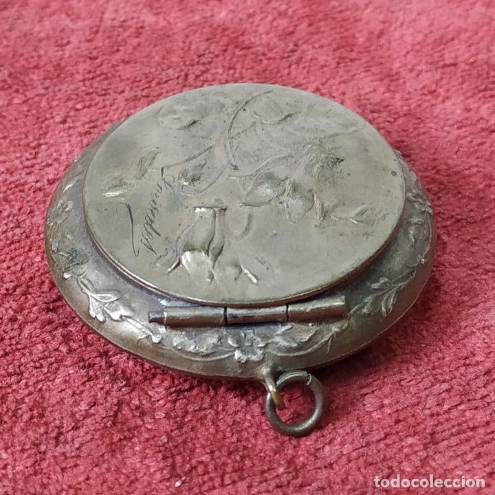 Antigüedades: CAJITA PASTILLERO Y DEDAL. METAL CHAPADO PLATA. FRANCIA. SIGLO XIX - Foto 2 - 217711187
