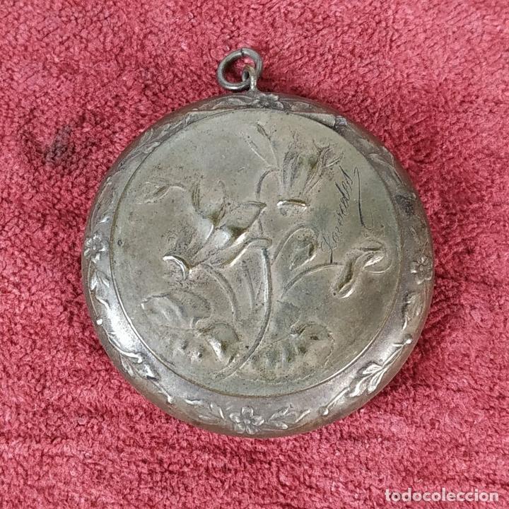 Antigüedades: CAJITA PASTILLERO Y DEDAL. METAL CHAPADO PLATA. FRANCIA. SIGLO XIX - Foto 5 - 217711187