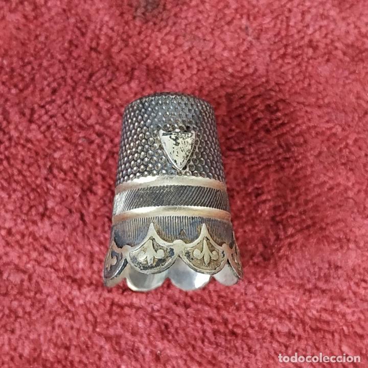 Antigüedades: CAJITA PASTILLERO Y DEDAL. METAL CHAPADO PLATA. FRANCIA. SIGLO XIX - Foto 7 - 217711187