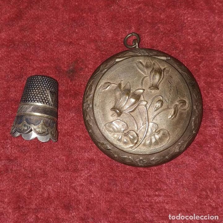 Antigüedades: CAJITA PASTILLERO Y DEDAL. METAL CHAPADO PLATA. FRANCIA. SIGLO XIX - Foto 10 - 217711187