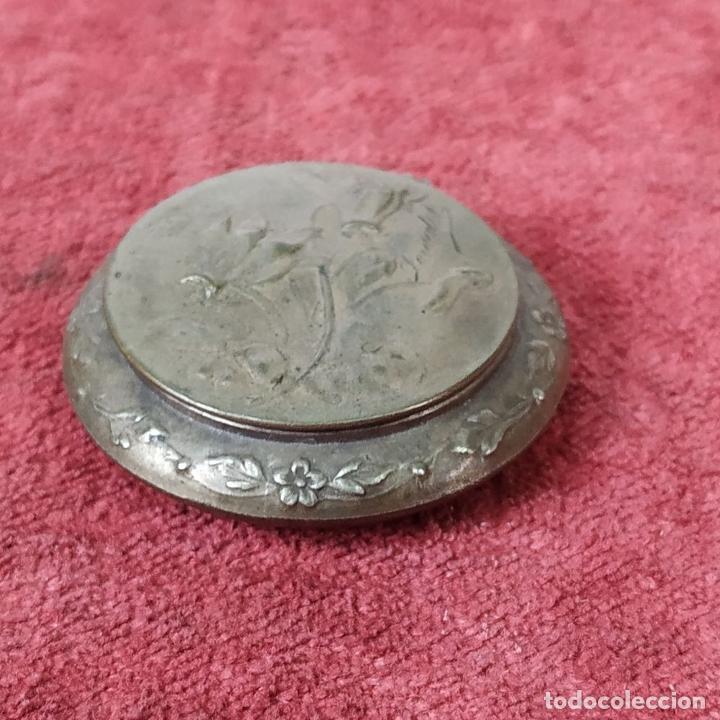Antigüedades: CAJITA PASTILLERO Y DEDAL. METAL CHAPADO PLATA. FRANCIA. SIGLO XIX - Foto 11 - 217711187