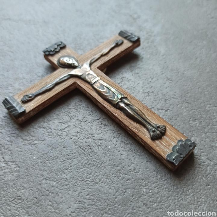 Antigüedades: Cruz de Madera y Cristo de Metal / Crucifijo de 10cm x 9cm / Jesús Jesucristo - Foto 2 - 193258942