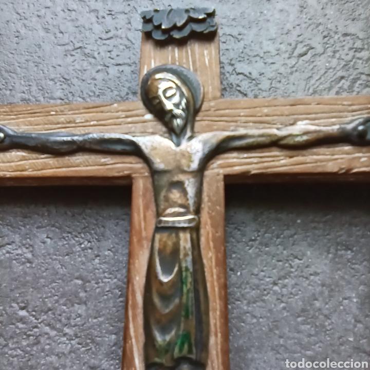Antigüedades: Cruz de Madera y Cristo de Metal / Crucifijo de 10cm x 9cm / Jesús Jesucristo - Foto 4 - 193258942