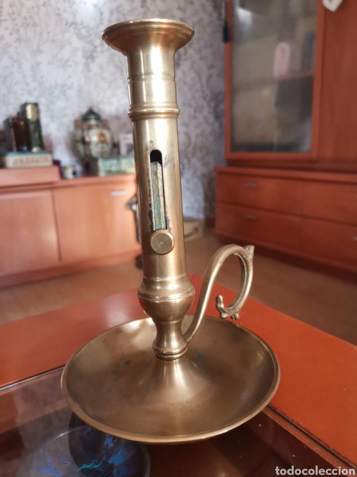 Antigüedades: Antiguo y precioso candil tamaño grande de bronce con sistema para sacar la vela. Dificil. - Foto 4 - 217723300