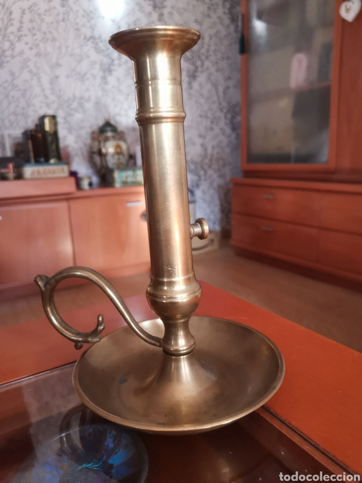 Antigüedades: Antiguo y precioso candil tamaño grande de bronce con sistema para sacar la vela. Dificil. - Foto 9 - 217723300
