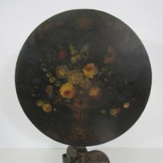 Antigüedades: DECORATIVA MESA DE CENTRO ISABELINA - ABATIBLE, PLEGABLE - MADERA PINTADA AL ÓLEO - S. XIX. Lote 217727518