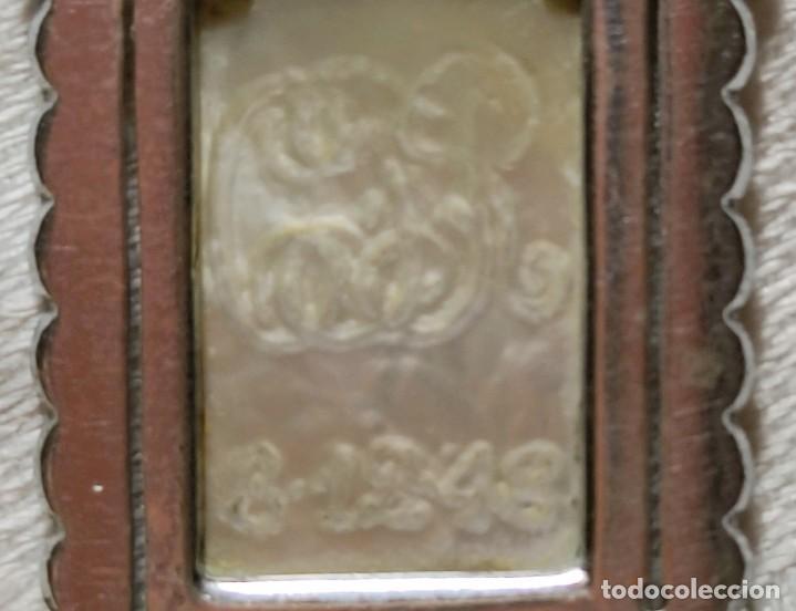 Antigüedades: MEDALLA VIRGEN CON INICIALES C.R.. PLATA, NÁCAR Y MARCASITAS. ESPAÑA. 1918 - Foto 5 - 217760100