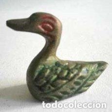 Antigüedades: PATITO DE BRONCE, PINTADO A MANO, DESCONOZCO LA FUNCIÓN.. Lote 217879676