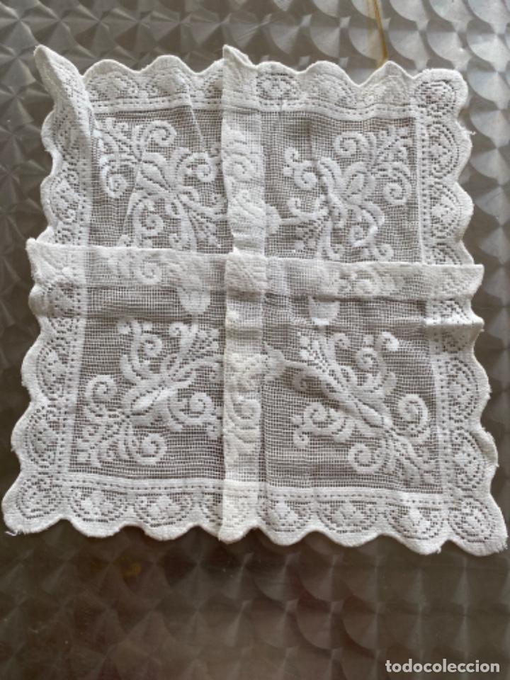 Antigüedades: Antiguo tapete paño ganchillo bordado 4 en uno pcios s XX - Foto 9 - 217918280