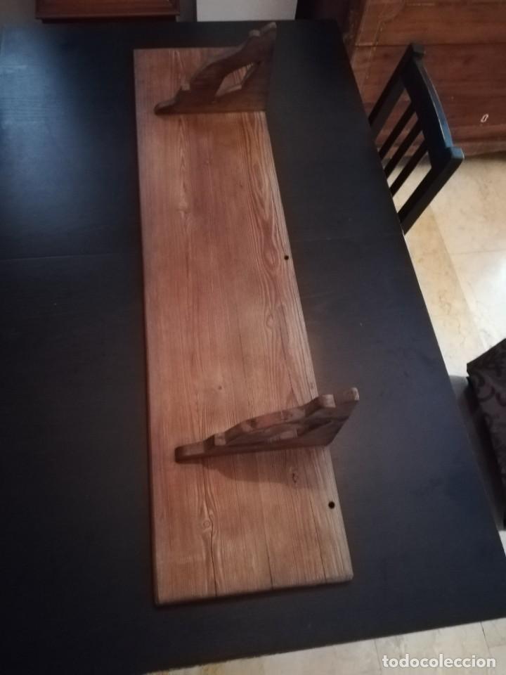Antigüedades: Estantería de pino mallorquín, de principios del SXX, de 1,20 metros de largo y 29 cm de ancho - Foto 2 - 217927045
