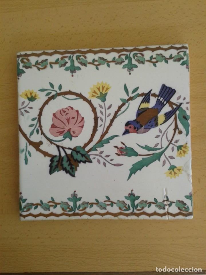 AZ-23M AZULEJO MODERNISTA PAJARO ROSA JILGUERO (Antigüedades - Porcelanas y Cerámicas - Azulejos)