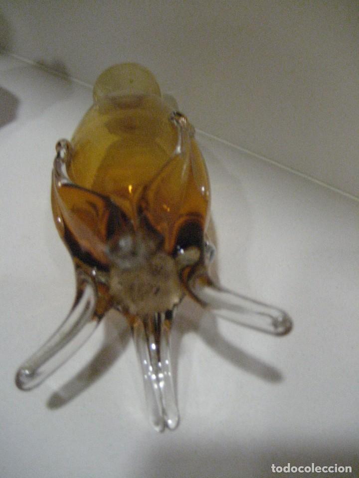 Antigüedades: precioso 2 jarron vidrio soplado 15cm color ambar . etiqueta cartuja sevilla ? mallorquin? - Foto 6 - 217946207