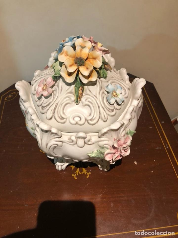 Antigüedades: Bonita bombonera de porcelana, con marcajes a identificar - Foto 3 - 217949387