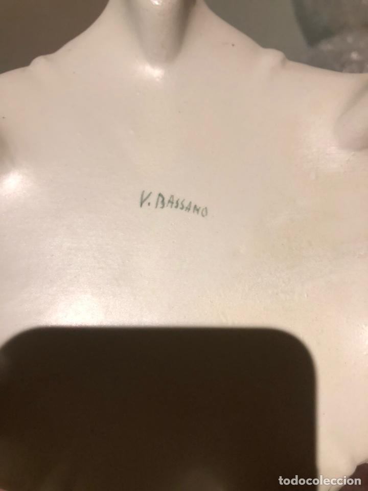 Antigüedades: Bonita bombonera de porcelana, con marcajes a identificar - Foto 5 - 217949387