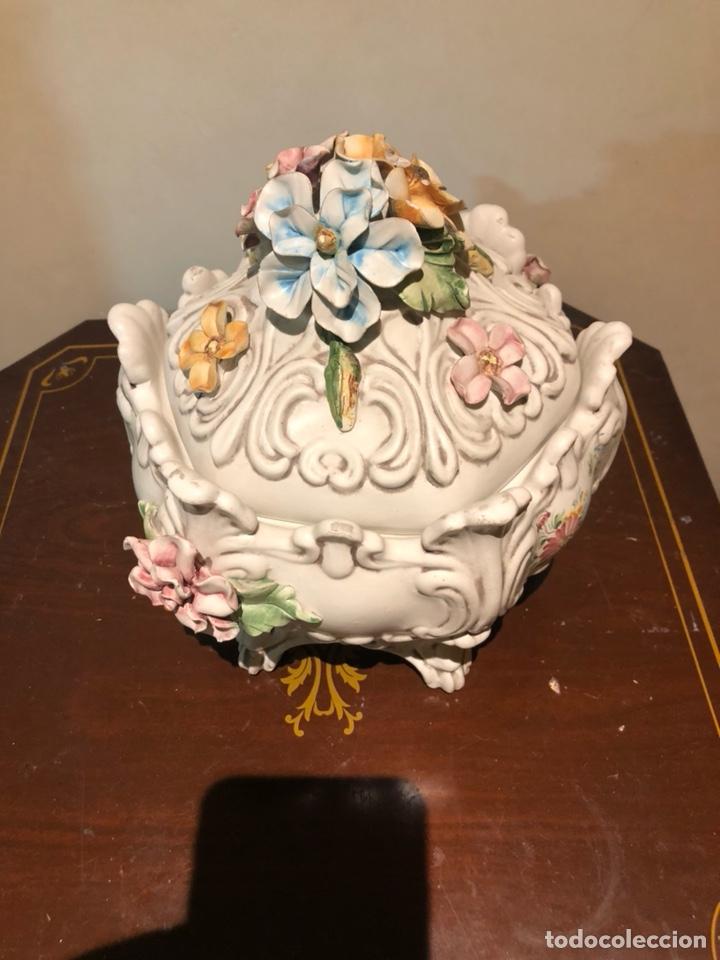 BONITA BOMBONERA DE PORCELANA, CON MARCAJES A IDENTIFICAR (Antigüedades - Porcelanas y Cerámicas - Otras)