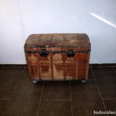 Antigüedades: ANTIGUO BAUL DE MADERA FORRADO DE TELA.78 X 90 X 52 CM. PARA RESTAURAR.. Lote 217957920