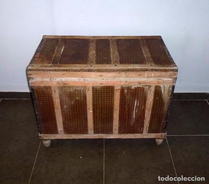Antigüedades: Antiguo Baul De Madera Forrado De Chapa.63 X 83 X 48 Cm. - Foto 4 - 217958061