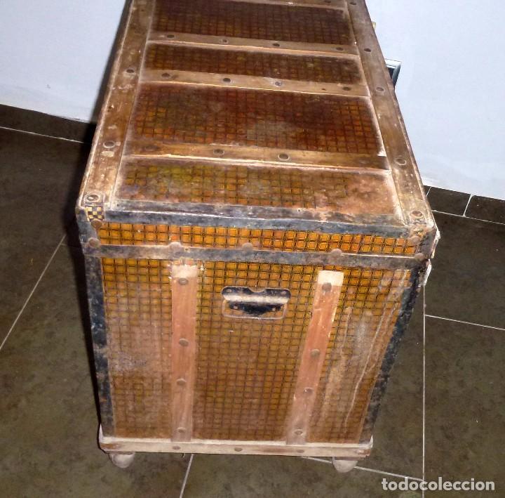 Antigüedades: Antiguo Baul De Madera Forrado De Chapa.63 X 83 X 48 Cm. - Foto 5 - 217958061