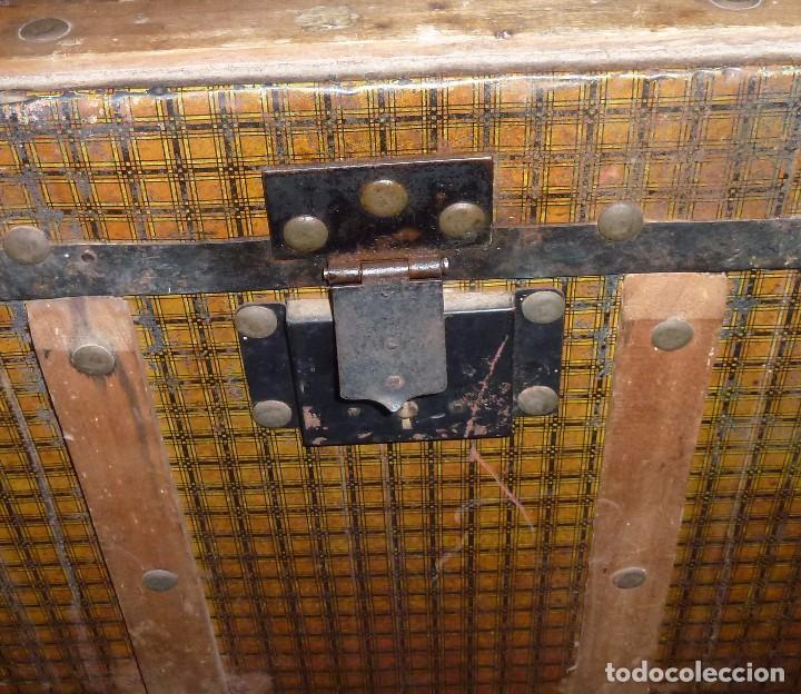 Antigüedades: Antiguo Baul De Madera Forrado De Chapa.63 X 83 X 48 Cm. - Foto 6 - 217958061