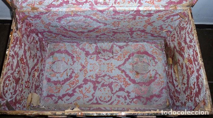 Antigüedades: Antiguo Baul De Madera Forrado De Chapa.63 X 83 X 48 Cm. - Foto 9 - 217958061
