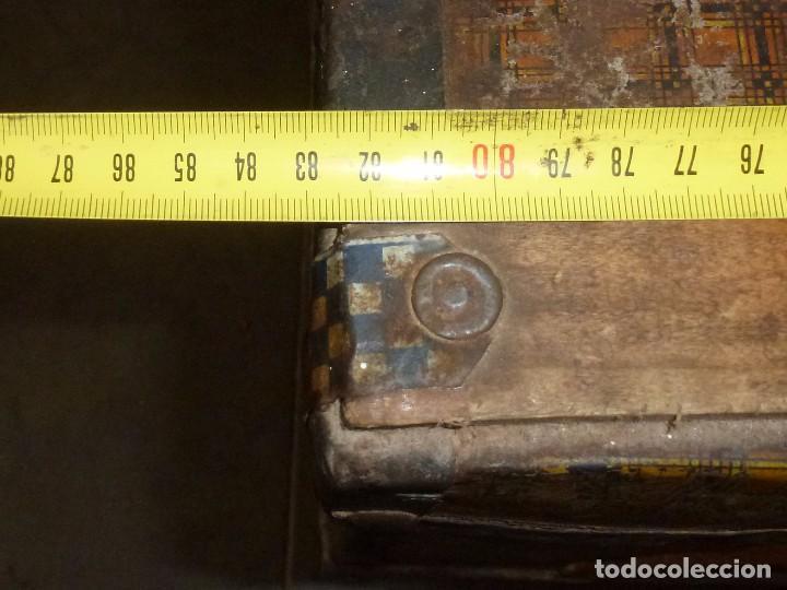 Antigüedades: Antiguo Baul De Madera Forrado De Chapa.63 X 83 X 48 Cm. - Foto 11 - 217958061