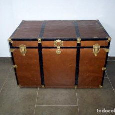 Antigüedades: ANTIGUO BAUL DE MADERA FORRADO DE CHAPA.66 X 101 X 61 CM.. Lote 217958255
